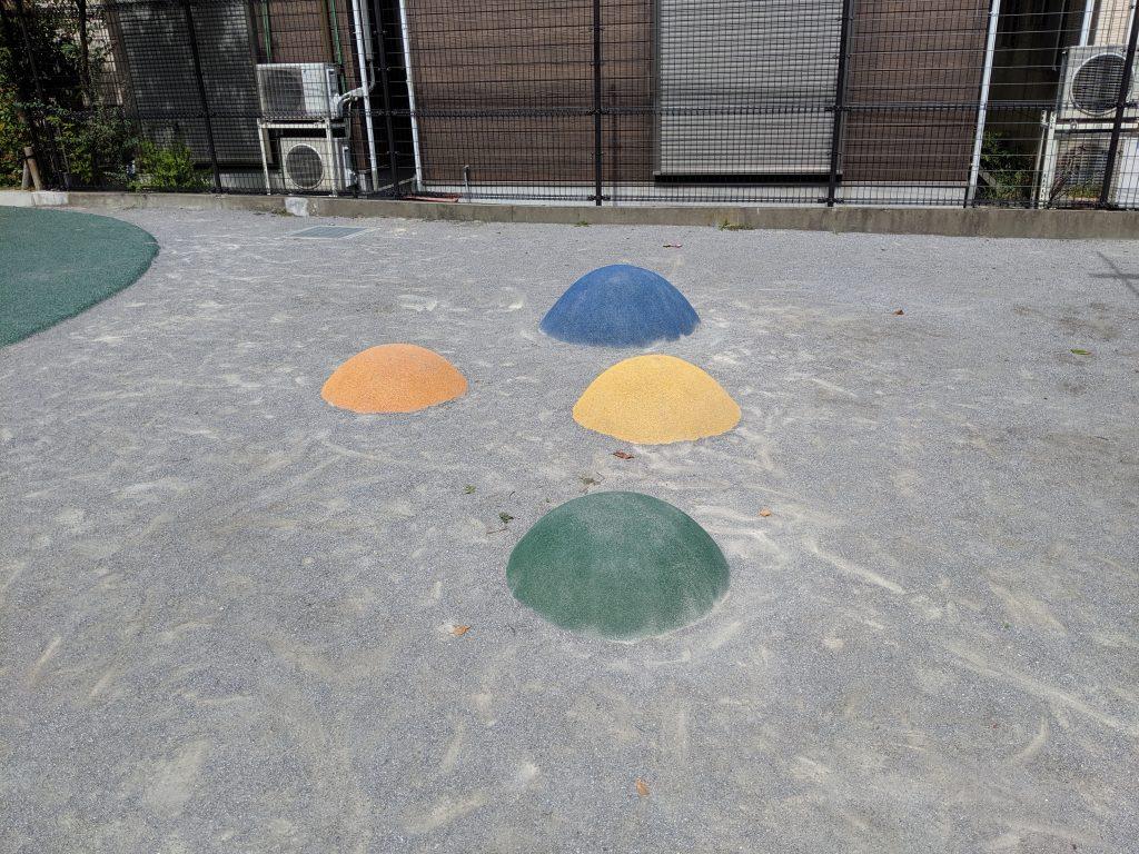 東尾久一丁目児童遊園飛び石